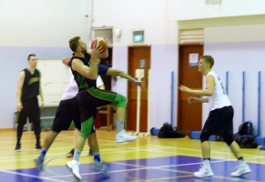 Lukas with contact And1